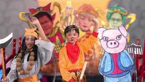 Children dressed as Chinese heroes